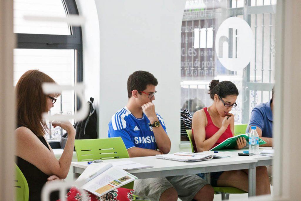 Curso de preparación de examen DELE en Sevilla