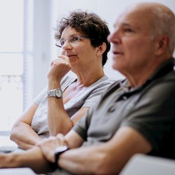 Cursos de español para mayores de 50 en Málaga