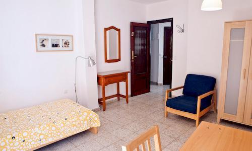 Ein Zimmer im CLIC Studentenwohnheim Segovias in Sevilla