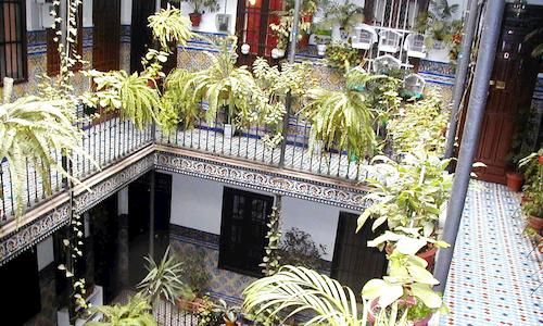 Gemeinschaftswohnungen in Sevilla mit traditionellem Hof