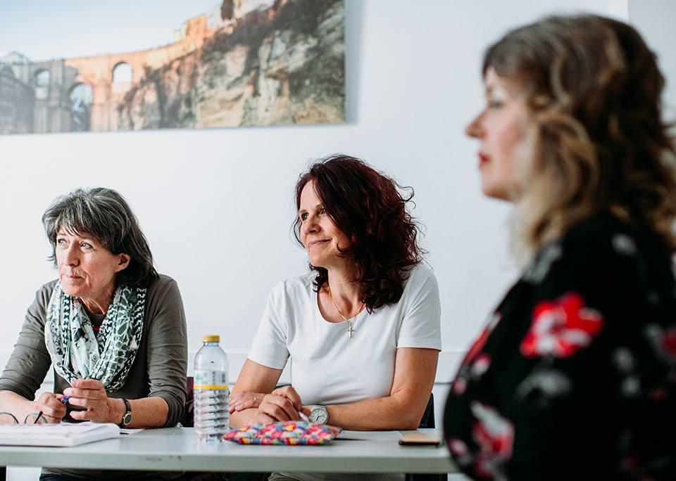 Cursos de español para mayores de 50 años en Sevilla