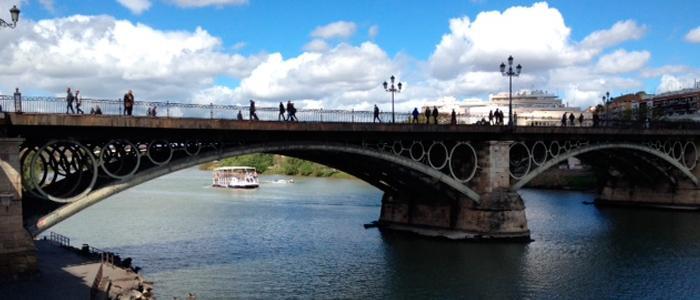 Über unsere Kultur: Eine Brücke zwischen Triana und Sevilla